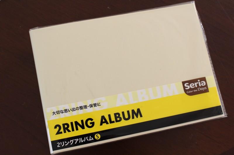①アルバムは100均(セリア)で購入した無地のアルバムを準備。