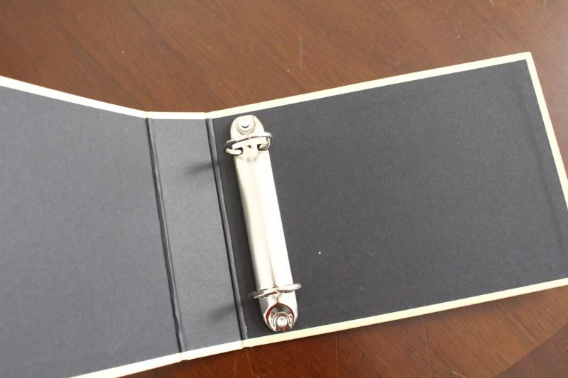 ②100均に売っている折り紙を使用して表紙と裏表紙に貼り付けていきます。